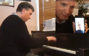 Prof. Jeffrey Biegel and David Foster performing together./YouTube